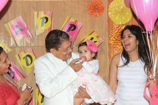 Pink_Yellow_White_theme_birthday_party_decoration_32