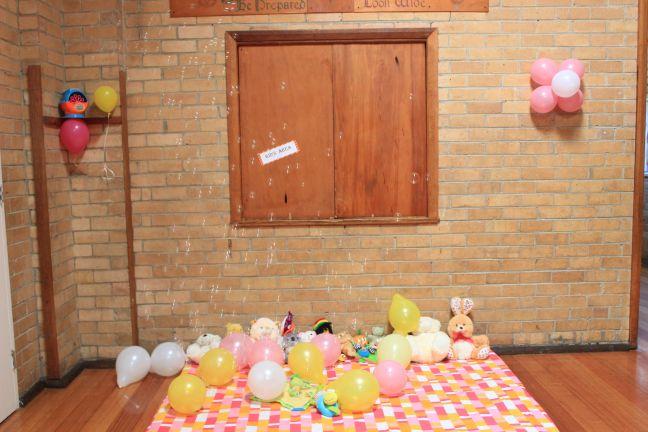 Pink_Yellow_White_theme_birthday_party_decoration_35