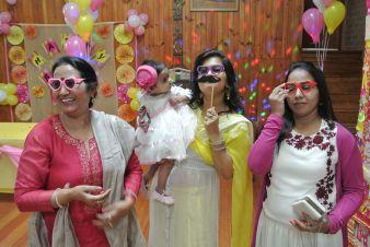 Pink_Yellow_White_theme_birthday_party_decoration_38